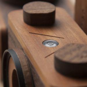 Cámara estenopeica fotográfica hecha a mano, pinhole camera, handcrafted. Burbuja de nivel